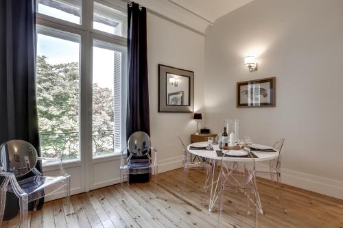 Appartements place gambetta ybh location saisonni re for Appartement cathedrale ybh bordeaux