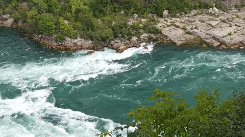 River Rapids Inn - Niagara Falls, ON L2E 3E5