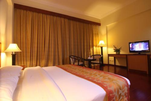 Golden View Hotel photo 32