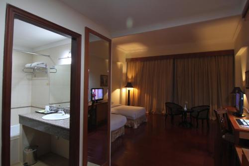 Golden View Hotel photo 35