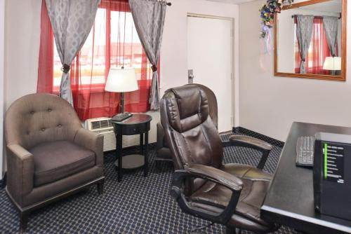 Red Coach Inn & Suites Grand Island Photo