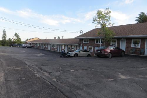 Fundy Line Motel Photo