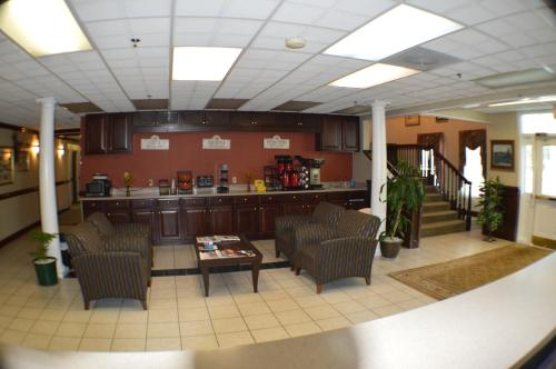 Plantation Inn & Suites - Jackson, GA 30233