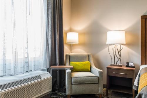 Comfort Inn & Suites Valdosta Photo