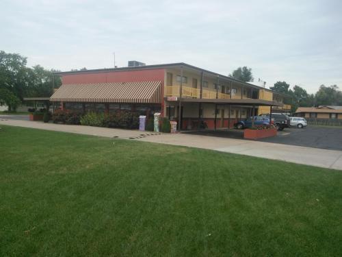 Travelers Budget Inn - Great Bend, KS 67530