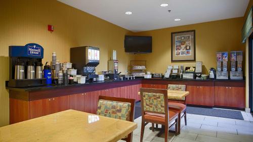 Best Western PLUS Fresno Inn Photo