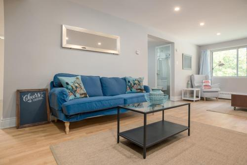 Two-bedroom On Rue Drummond Apt 24