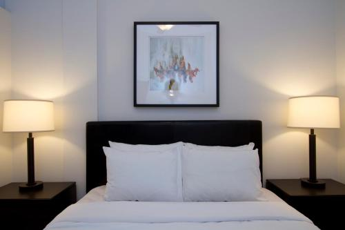 Two-Bedroom on W Fullerton Avenue Apt 305 Photo