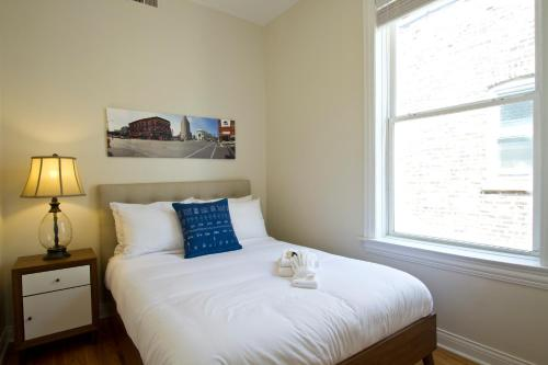 Two-Bedroom on W Division Street Apt 3R Photo