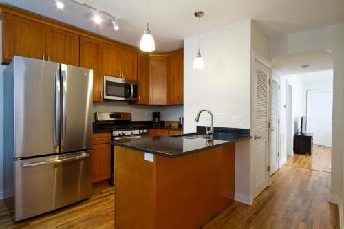 Two-Bedroom on W Division Street Apt 2R Photo