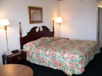 Country Hearth Inn & Suites West Columbia Photo