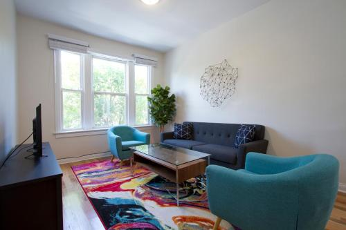 Three-bedroom On W Division Street Apt 2f