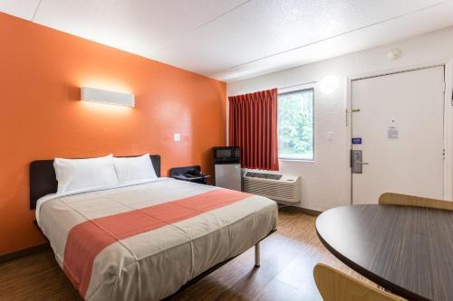Motel 6 Evansville - Evansville, IN 47711