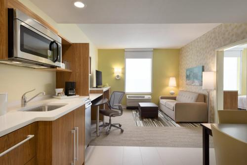 Home2 Suites By Hilton Minneapolis / Roseville Mn