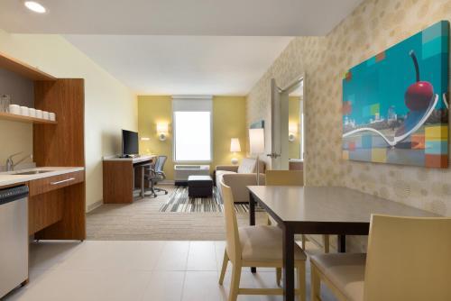 Home 2 Suites by Hilton Roseville Minneapolis Photo