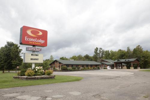 Econo Lodge Inn & Suites Munising Area - Munising, MI 49895