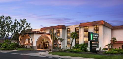 Emby Suites By Hilton Scottsdale Resort Hotel