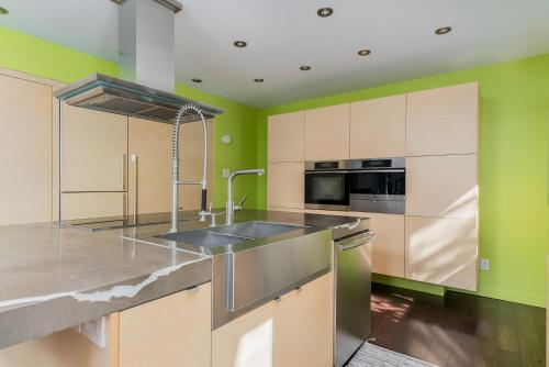 Luxury Montreal Home Quiet Area Photo