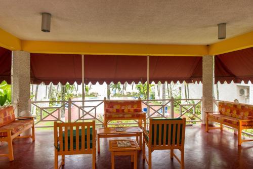 Crissanns Tropical Suite