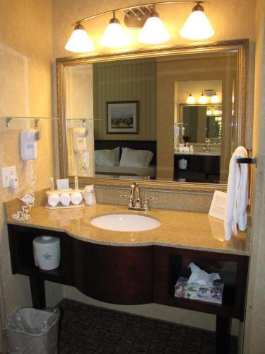 Holiday Inn Express Wenatchee - Wenatchee, WA 98801