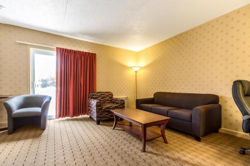 Motel 6 Trenton On - Trenton, ON K8V 4M9