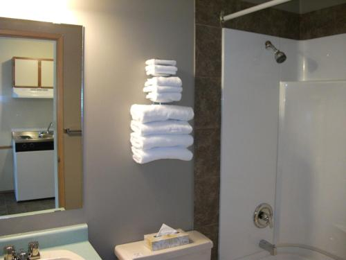 Siesta Suites - Kelowna, BC V1W 3T1