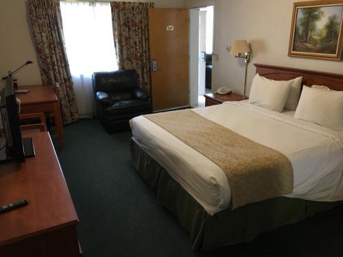 Garden Inn and Suites Fresno Photo
