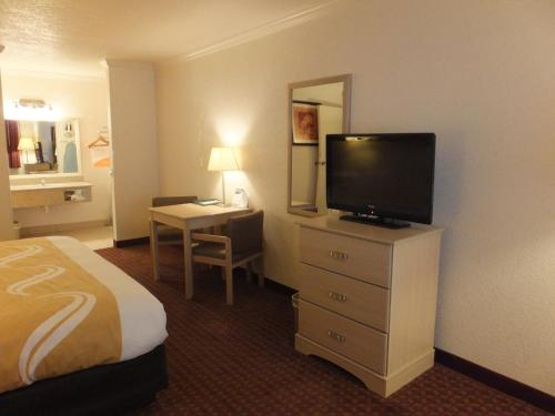 Quality Inn & Suites Lake Havasu City Photo
