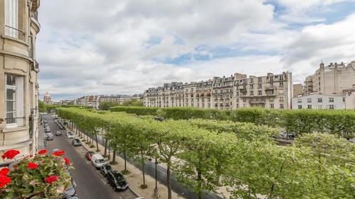 Parisian Chic Apartment For 6 Invalides Breteuil 2
