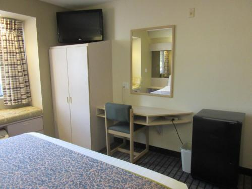 Microtel Inn & Suites by Wyndham Arlington/Dallas Area Photo