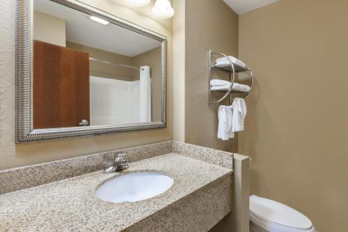 Days Inn By Wyndham Central City - Central City, KY 42330