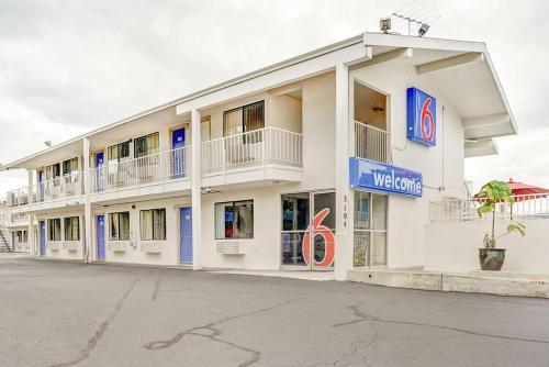 Motel 6 Portland Central Photo