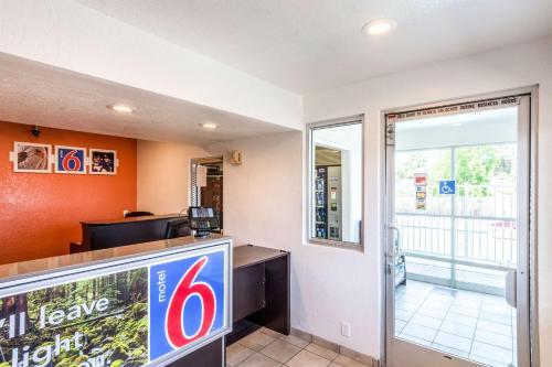 Motel 6 Redding Central Photo