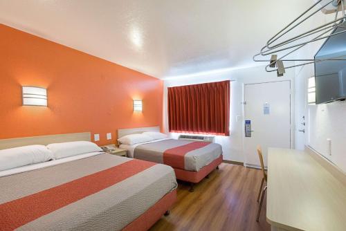 Motel 6 - McAllen Photo