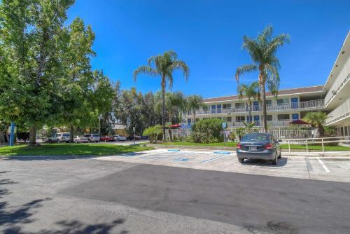 Motel 6 San Bernardino North Photo