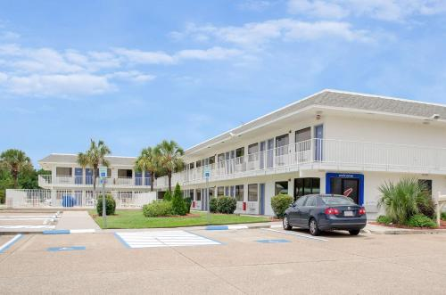 Motel 6 Gulfport - Gulfport, MS 39503