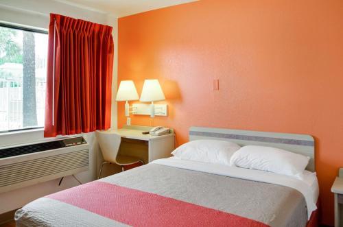 Motel 6 Gulfport Photo