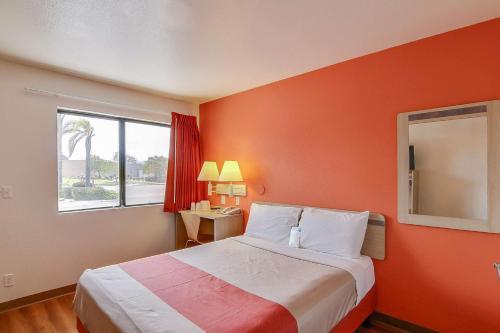 Motel 6 Santa Maria Photo