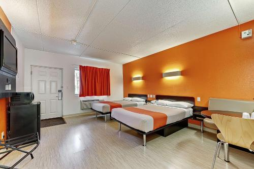Motel 6 Chicago West - Villa Park Photo