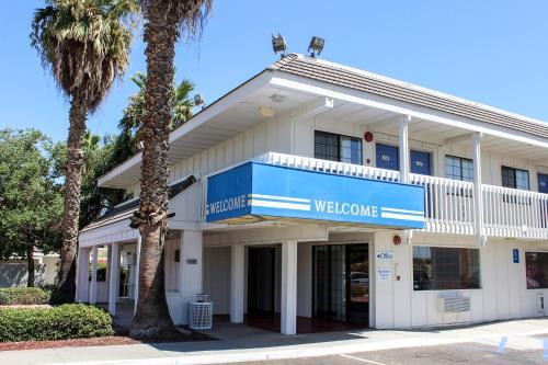 Motel 6 Coalinga East Photo