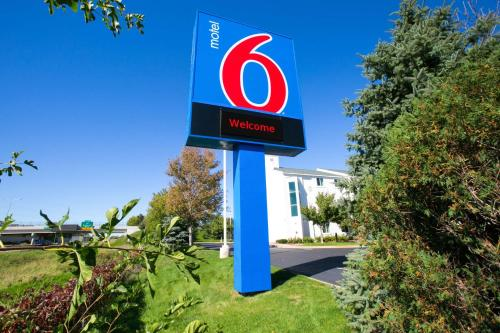 Motel 6 Minneapolis - Brooklyn Center Photo