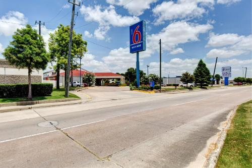 Motel 6 Houston Hobby photo 31
