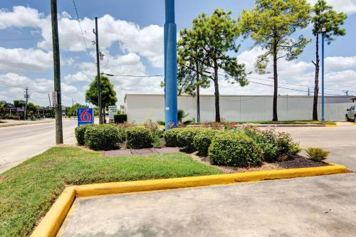 Motel 6 Houston Hobby photo 33