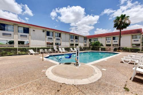 Motel 6 Houston Hobby photo 42