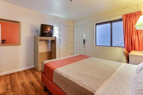 Motel 6 Fremont South Photo