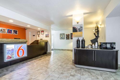Motel 6 Glendale AZ Photo