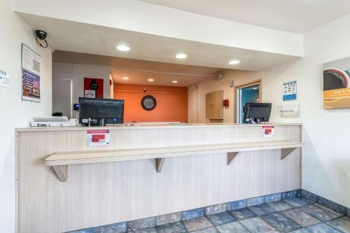 Motel 6 Victoria Photo