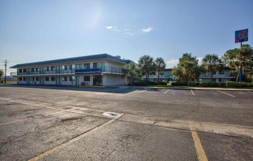 Motel 6 Valdosta - University Photo