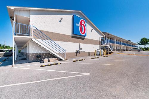 Motel 6 Charles Town Photo