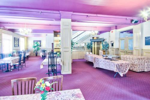 Queen's Inn - Stratford, ON N5A 3H3